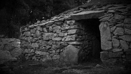 Les Nuits de Cambous : 24 Juillet et 17 Août.   Venez découvrir le village préhistorique de Cambous à la lueur des étoiles pour une vision toute particulière de la préhistoire.   Visite nocturne du site. Plus d'informations dans évènements